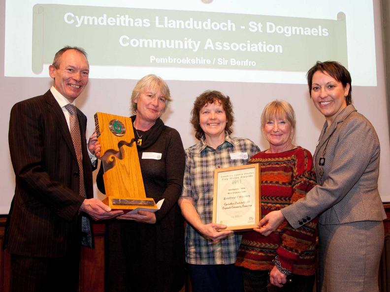 Cymdeithas_Llandudoch_award